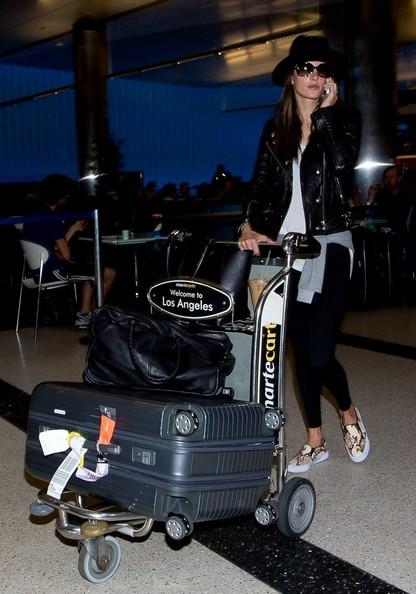 Alessandra+Ambrosio+Alessandra+Ambrosio+Arrives+-tBytMvTMYsl