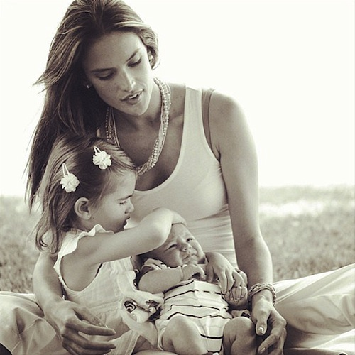 Alessandra-Ambrosio-posted-photo-herself-her-two-children