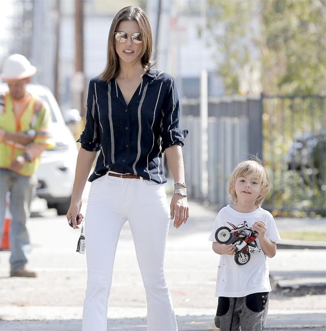 alessandra-ambrosio-stripes-button-up-white-jeans