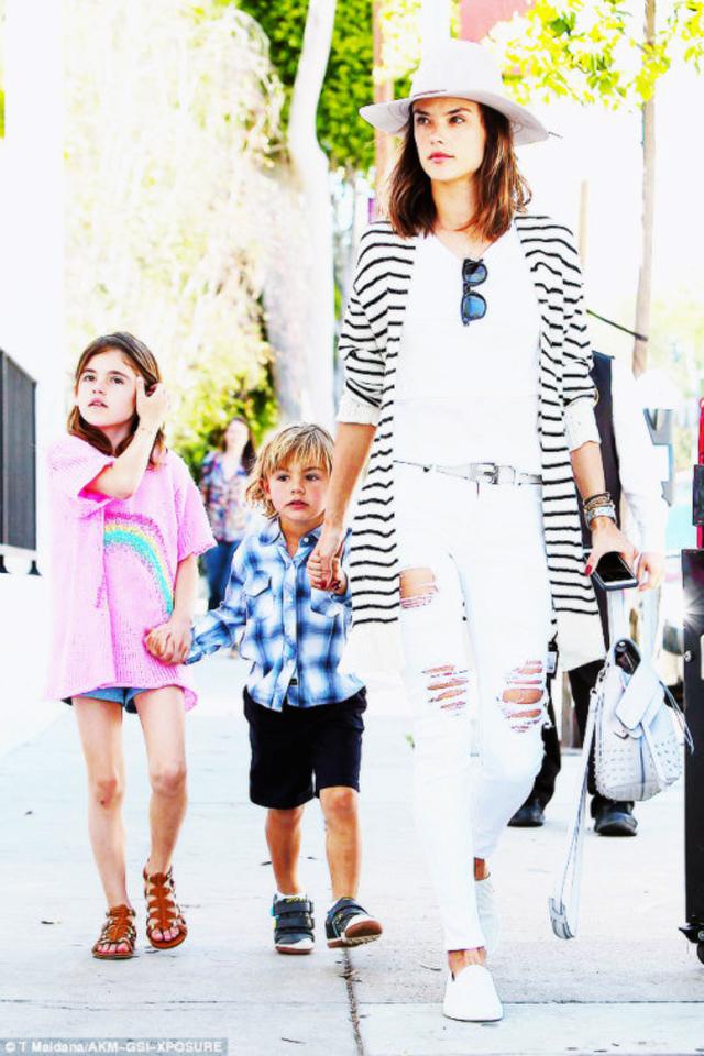 alessandra-ambrosio-stripes-cardigan-white