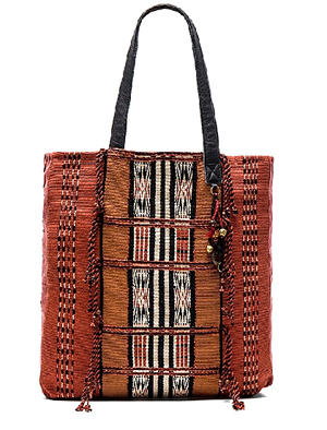 ale-by-alessandra-moab-tote-beach