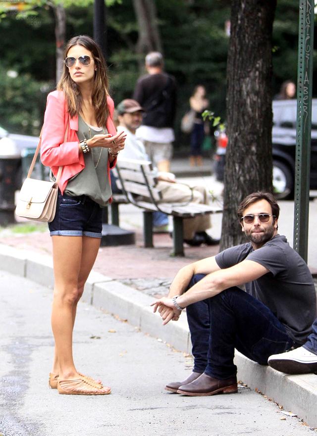 alessandra-ambrosio-street-style-sandals-04