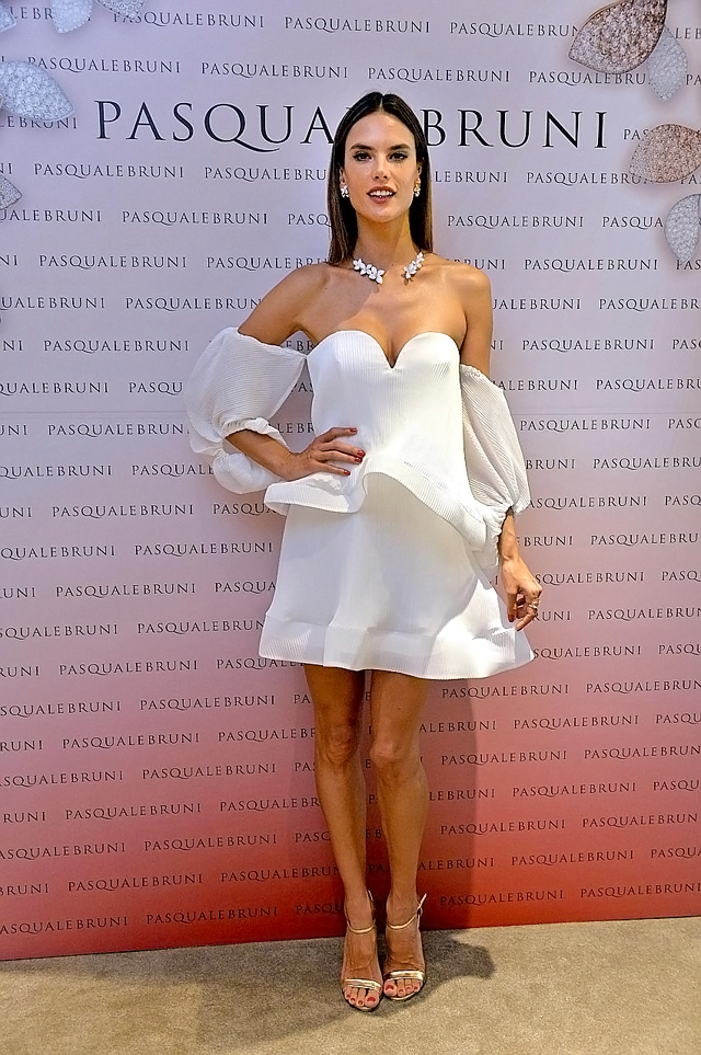 #ST29072016-1621142621 /Desmond Foo/ gkalessandra: Victoria's Secret Angel Alessandra Ambrosio at the oprning of the Pasquale Bruni Flagship Boutique at Wisma Atria on the 28 Jul 2016. Pasquale Bruni Flagship Boutique, 02-01A Wisma Atria##########s##########DESMOND FOO